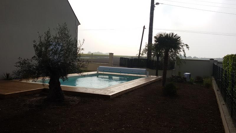 Aqua jardin tout pour l 39 eau piscine et spa galerie for Aqua bois piscine