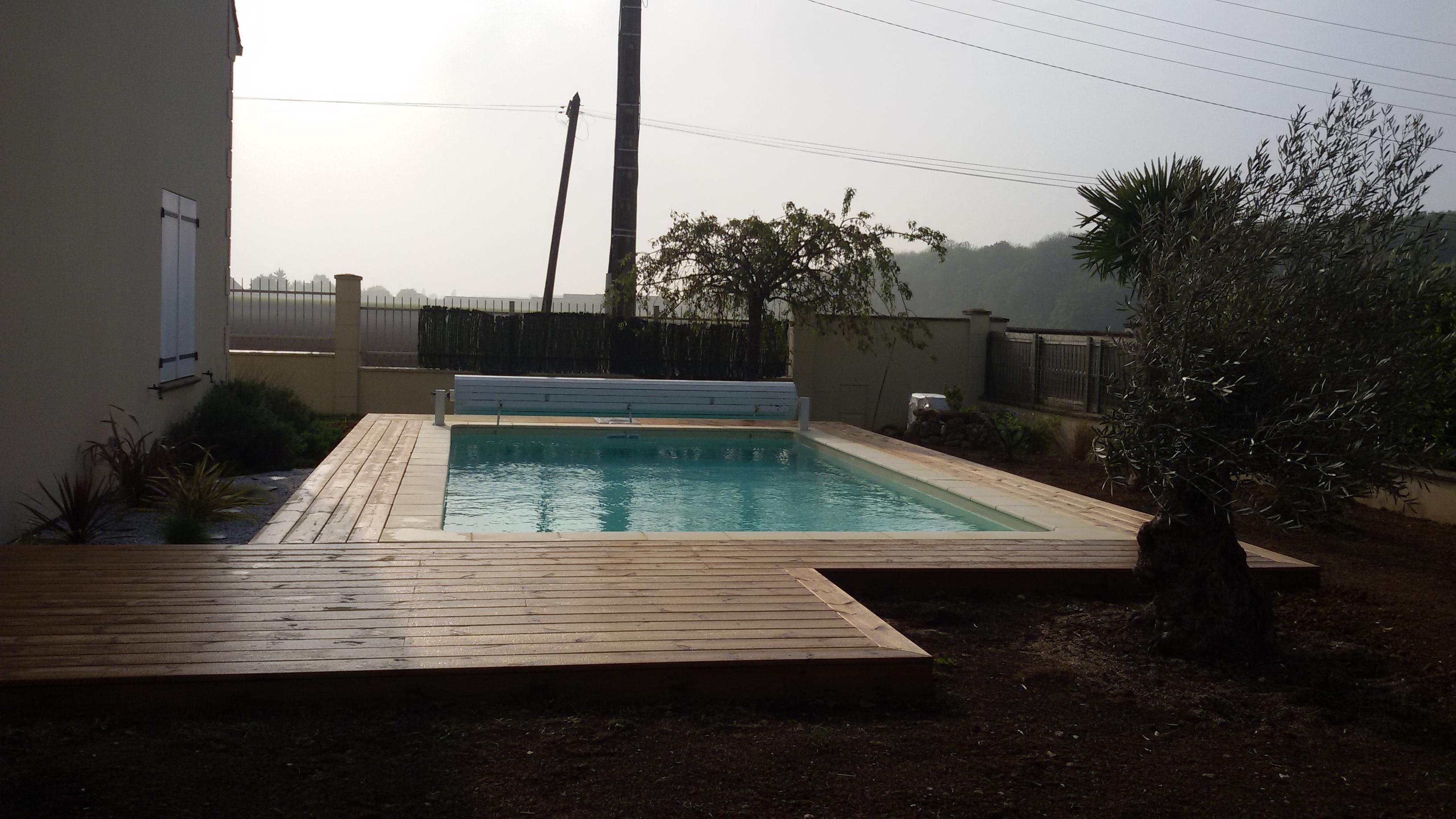Aqua jardin tout pour l 39 eau construit r nove piscine for Aqua bois piscine
